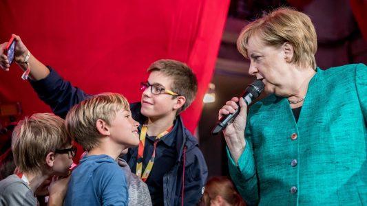 Kinder fragen Kanzlerin aus