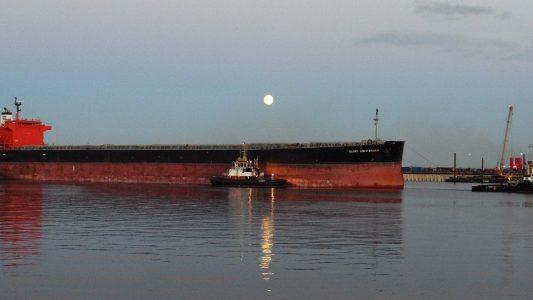 Warum haben große Schiffe Wasser an Bord?