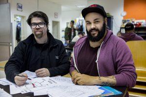 Die Zeichner Miguel Riveros (links) und David Scheffel. (Foto: Michael Bause)