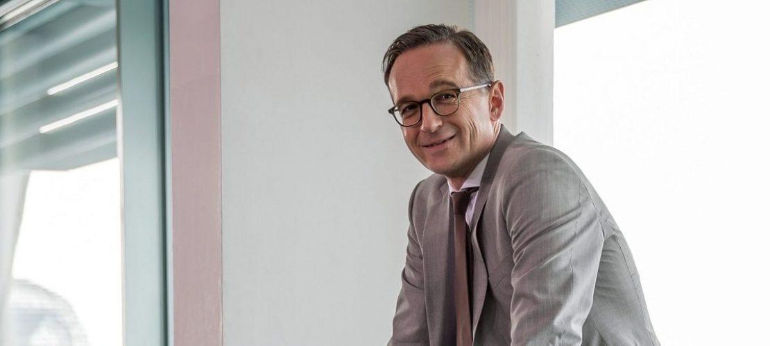ARCHIV - 13.07.2016, Berlin: Bundesjustizminister Heiko Maas (SPD) wartet auf den Beginn der Sitzung des Bundeskabinetts im Kanzleramt in Berlin. (Foto: dpa)