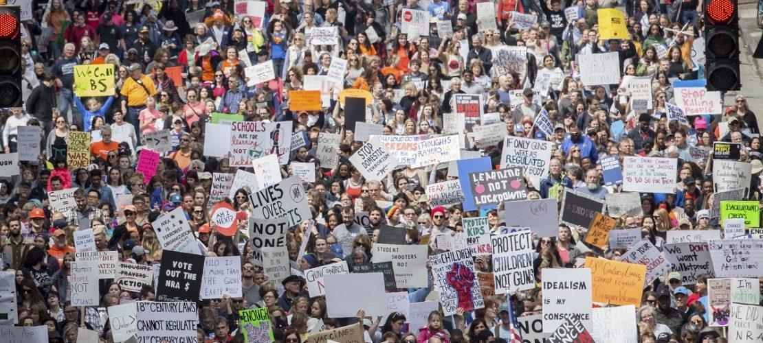 In vielen Städten in den USA sind am Wochenende Menschen auf die Straße gegangen, um gegen Waffengewalt zu demonstrieren. Foto: Steve Schaefer/Atlanta Journal-Constitution/AP/dpa