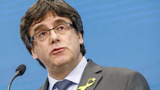 Archiv: Carles Puigdemont, ehemaliger Präsident der spanischen Region Katalonien hält eine Rede. (Foto: dpa)