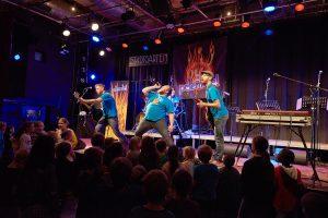 Pelemele haben selbst auch immer Spaß bei ihren Auftritten. (Foto: dpa)