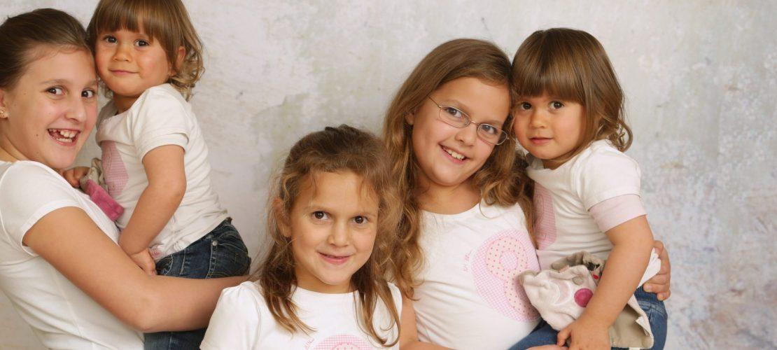 Unter fünf Schwestern: So ist das Leben als Älteste!
