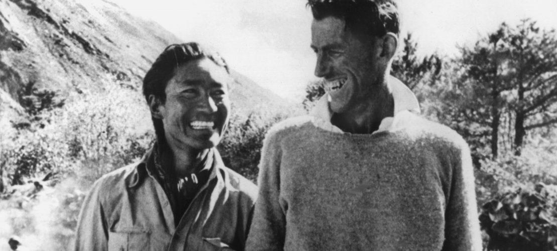 Der neuseeländische Bergsteiger Edmund Hillary (r) mit dem Sherpa Tenzing Norgay, der ihn bei der Erstbesteigung des Mount Everest 1953 begleitete