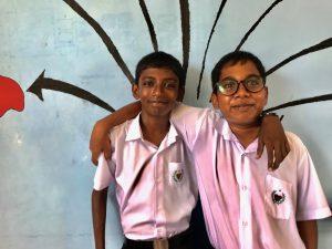 Sharim und Alim sind Freunde und leben auf einer Insel der Malediven. (Foto: Peter Pauls)