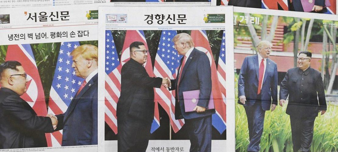 Südkoreanische Zeitungen berichten über das Gipfeltreffen von US-Präsident Trump und Nordkoreas Machthaber Kim am Vortag in Singapur. (Foto: dpa)