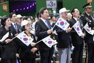 Lee Nak Yeon (3.v.l.), Ministerpräsident von Südkorea, nimmt an einer Gedenkveranstaltung zum Beginn des Koreakriegs vor 68 Jahren, am 25. Juni 1950, teil. (Foto: dpa)