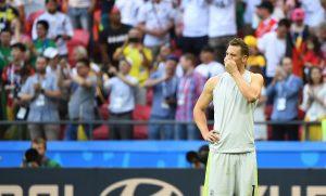 Für Torwart Manuel Neuer aus war die Niederlage auch ein Schock. Er will aber weitermachen. (Foto: dpa)