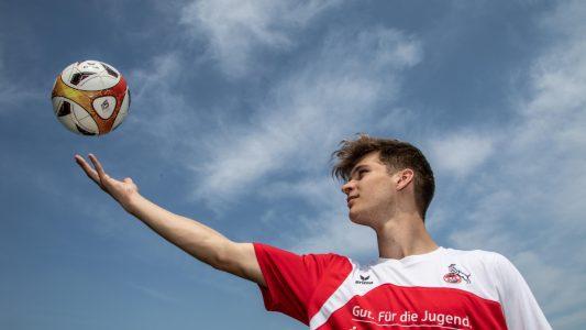 Dominik ist mit 14 Jahren ins Sportinternat gegangen. Mittlerweile spielt er bei der U19-Mannschaft des 1. FC Köln. (Foto: Uwe Weiser)