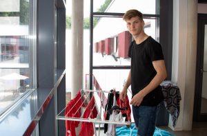 Dominik ist 18 Jahre alt und wohnt im Sportinternat. Er muss sich um Vieles selbst kümmern. (Foto: Uwe Weiser)