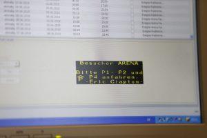 Um die Bürger über wichtige Verkehrszustände zu informieren, können die Mitarbeiter der Verkehrsleitzentrale Infos ausspielen. (Foto: Thomas Banneyer)
