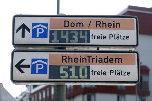 Auch die Anzeigen der Parkhäuser werden von der Verkehrsleitzentrale aktualisiert. (Foto: Thomas Banneyer)