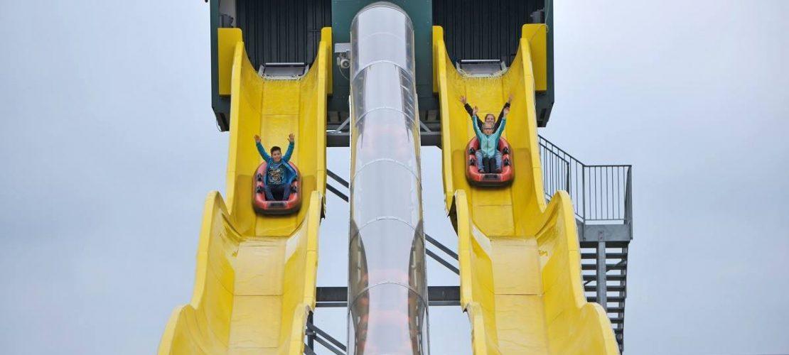 Im Bubeheimer Spieleland ist eine der Attraktionen eine Wasserrutsche, die man mit einem Schlauchboot hinunterfährt. (Foto: Bubenheimer Spieleland)