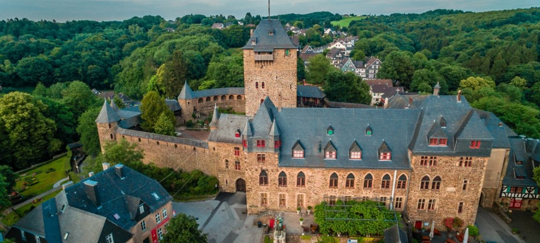 Lustiger Name für ein Schloss: Schloss Burg (Foto: Bartels-Meyer Agentur Himmelsblick)