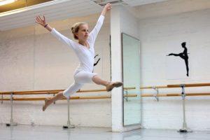 Die neunjährige Greta liebt das Ballett. Welche Sportart magst du? (Foto: Martina Goyert)