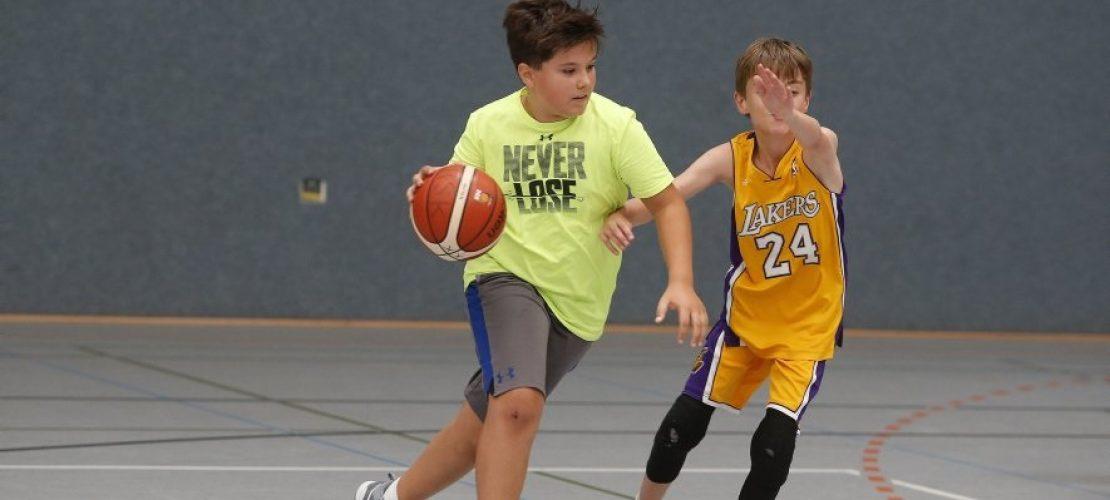 Wer gerne mit anderen Kindern Sport macht, ist beim Ballsport vielleicht richtig. (Foto: Thomas Banneyer)