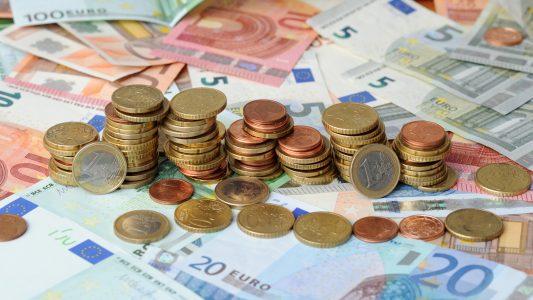 Muscheln, Münzen, Papierscheine