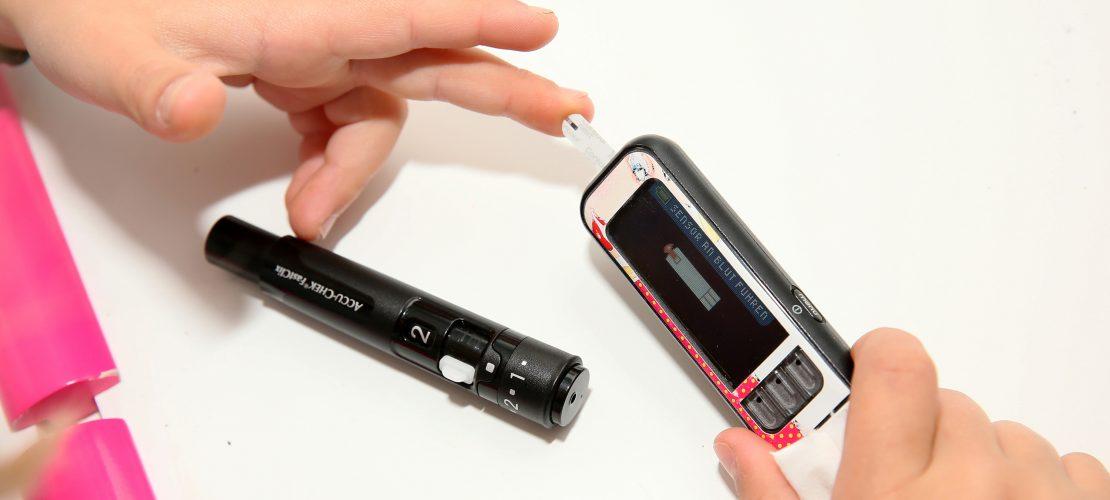 Diabetes – Leben mit Insulin-Pumpe und Sensor in der Haut