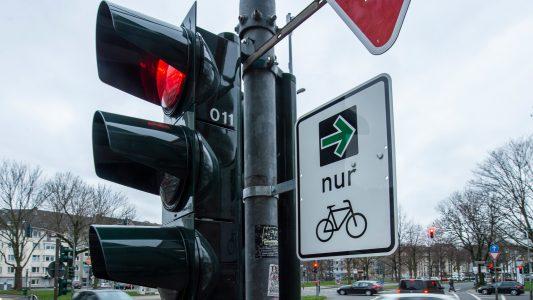 Ein grüner Pfeil für Radfahrer