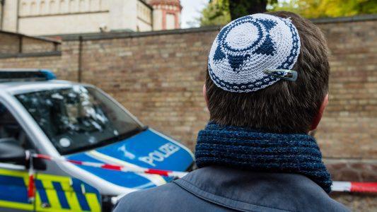 Schüsse vor der Synagoge