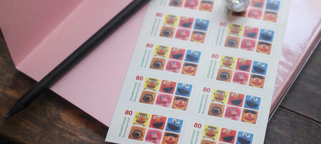 Postkarten und Briefmarken