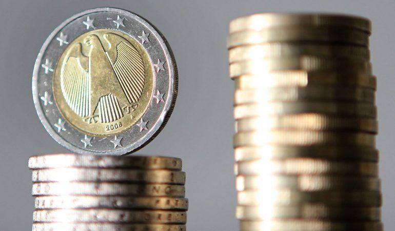 Ein riesiger Turm aus Münzen