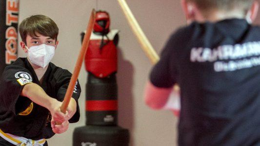 Mit dem Schwert Körper und Geist trainieren
